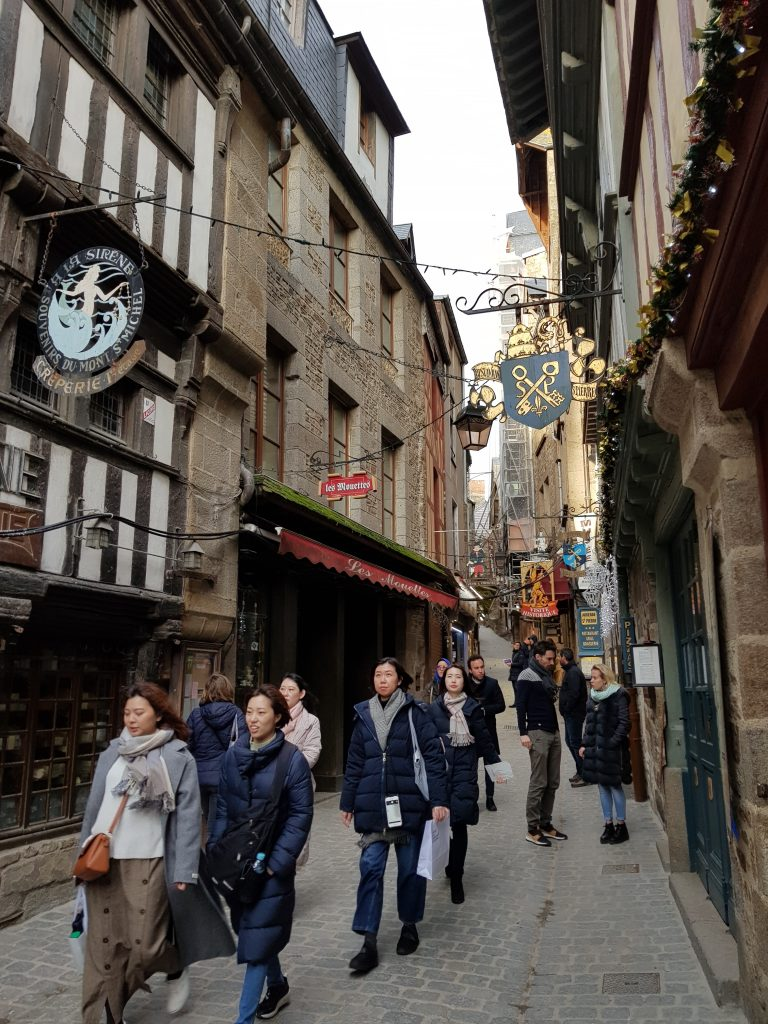 Calle principal del Monte Saint Michel
